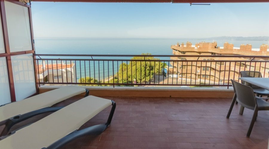 2 Bedrooms Apartment - 4/6 Front Sea View