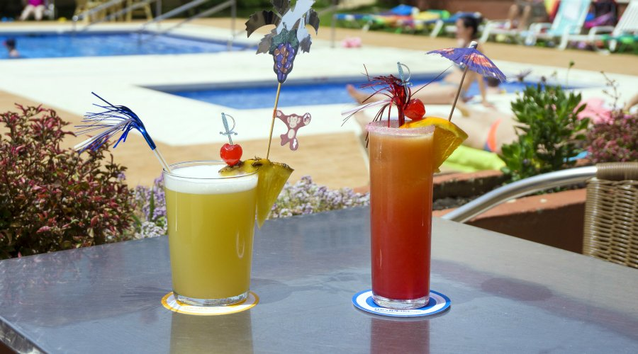 Hotel Balmoral pool with cocktails