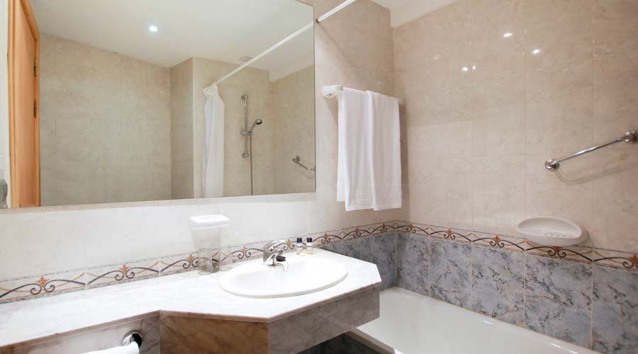 Bathroom double balmoral hotel benalmadena costa