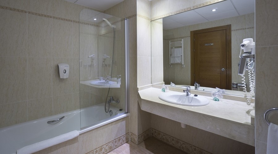 Bathroom double piramide hotel salou
