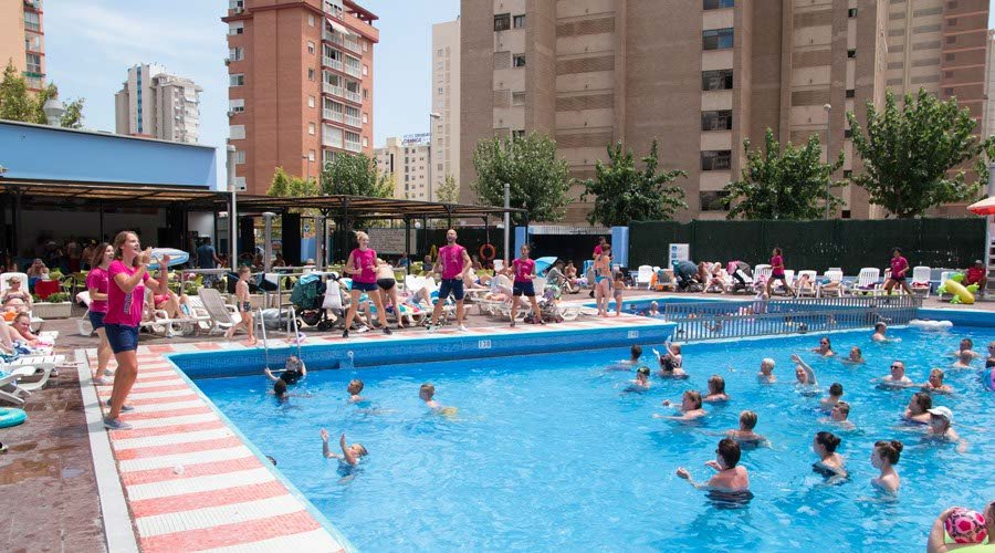 alicante hotels with entertainment